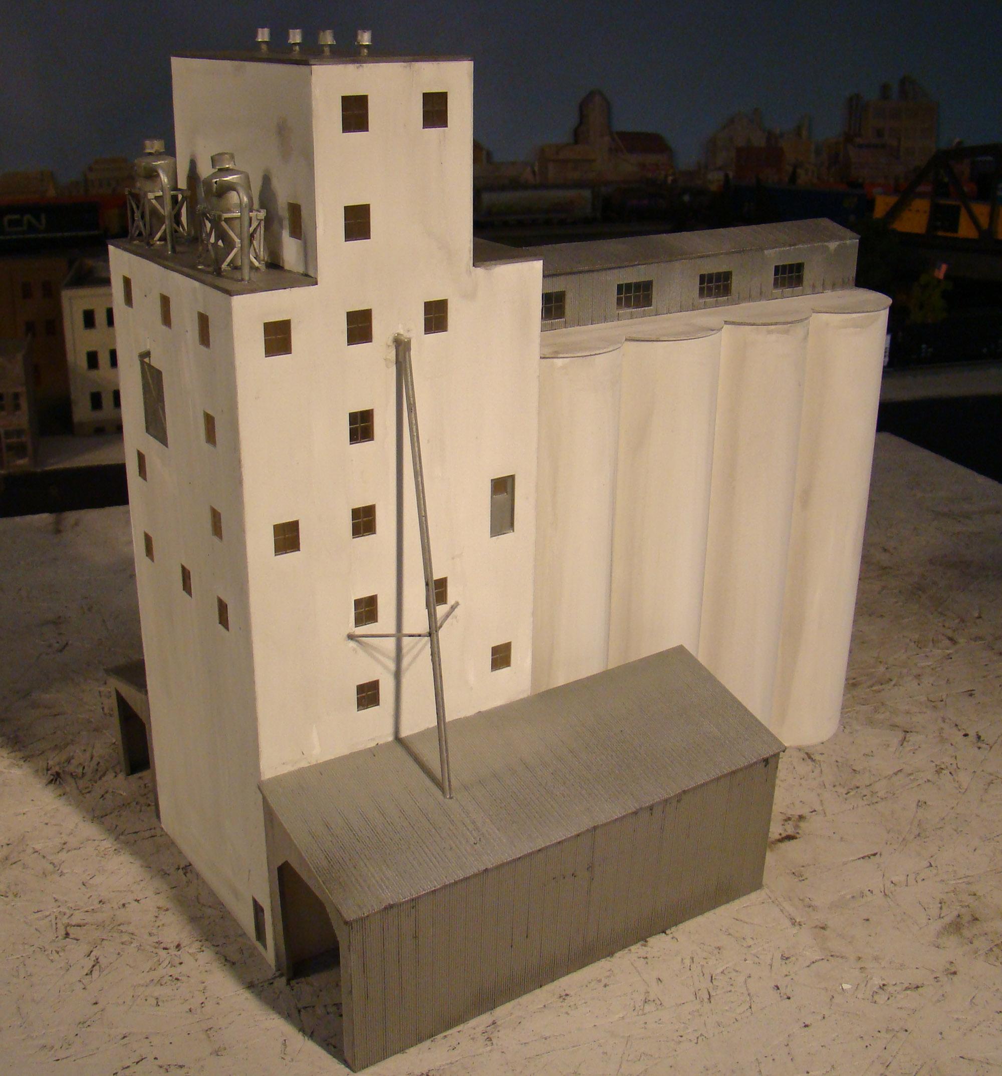 Walthers HO ADM Concrete Grain Elevator